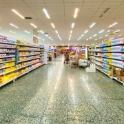 Corsia di prodotti di un supermercato inglese
