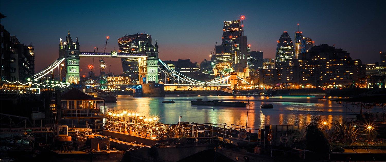 Londra illuminata di notte